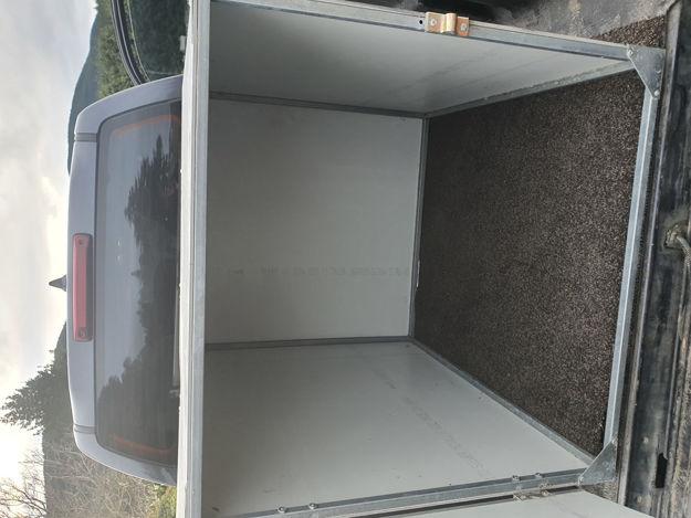 Single dog box on back of Ute